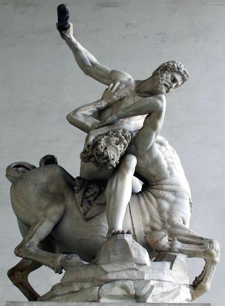 Мраморная статуя «Геркулес и кентавр Несс» скульптора Джамболоньи (Флоренция, Лоджия Ланци, 1599 год