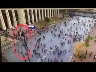 Наглядно о том, как оппозиция в прямом смысле слова накручивает количество участников протестных акций.
