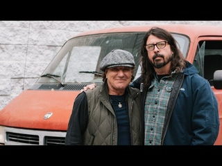 Brian Johnson & Dave Grohl: Tour Van Top Trumps Part 1