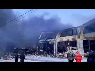 Последствия пожара на складе пиротехники на ростовском рынке ())