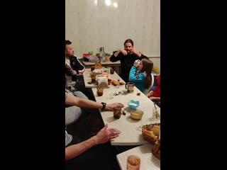Американец Джеймс играет на варгане (комусе) на краю России, когда за бортом почти -50