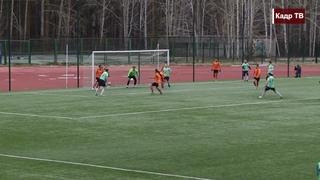 Асбест:  Валерий Юстус . Чемпионат Свердловской области по футболу среди команд первой группы.