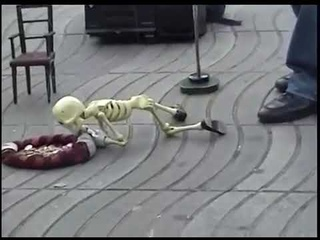 Прикол, танцующий скелет