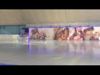 Вице-губернатор Оренбуржья Татьяна Савинова на коньках
