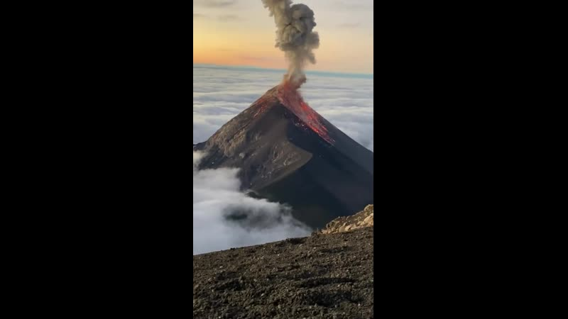 Знаменитый вулкан Фуэго в Гватемале действует уже много лет