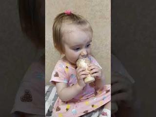 Аня пробует мороженое впервые Ч. 2 Реакция ребенка на мороженое #дети