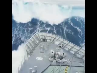 Житель Новороссийска опубликовал в сети Instagram видео, снятое в открытом море