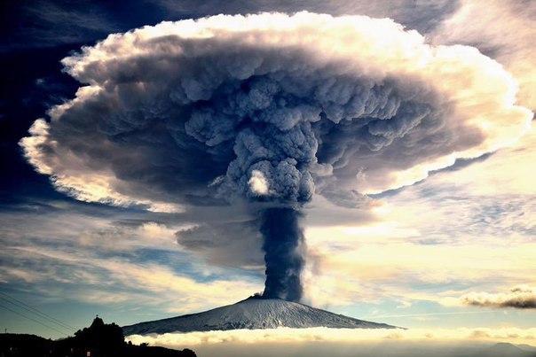 Извержение Этны. Это прекрасно.