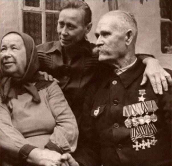 Звезду Героя он носил вместе с «царскими» крестами: герой трех войн Константин Недорубов Казак Константин Недорубов был полным георгиевским кавалером, получал именную шашку от Буденного, стал