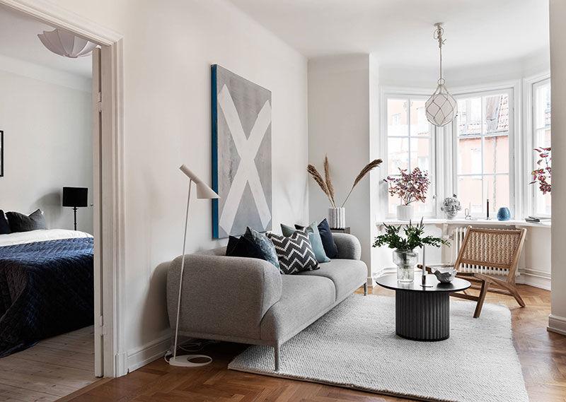 Небольшая светлая квартира с роскошными окнами в Стокгольме (58 кв.