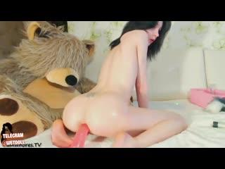 худая молодая девочка вставляет дилдо в попку [девушк мастурбирую анал порн мастурбац оргазм секс мокр киск голые красиво пизд с