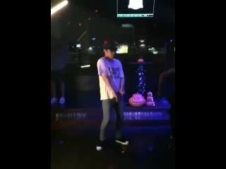 191006 exo lay yixing lay zhang dances in redneck bar in texas
