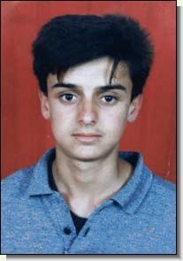 Теракт у дискотеки «Дольфи». Тель-Авив (Израиль), 1 июня 2001 года. Виктор Комоздражник и Диаз Нурманов познакомились в Ташкенте, откуда в 20 лет без родителей рванули в Израиль по молодежной