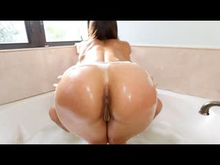 Kelsi Monroe - Soapy Sex In The Tub (Big Ass, Blowjob, Brunette, Latina, Natural Tits, Gonzo, Hardcore)