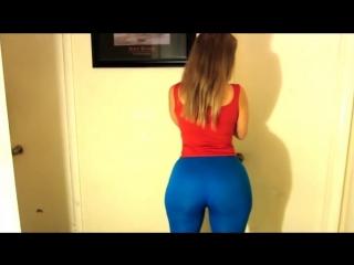 Супер девушка в синих лосинах большая попа большие сиськи дойки пышка лосины bbw big ass big boobs amateur