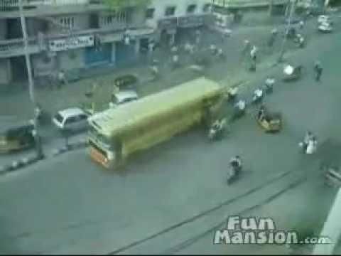 В Индии нет ДТП Как ездят в Индии без светофоров