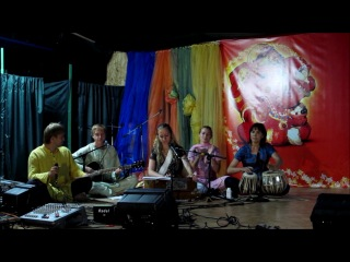 Винати Суние - сборная Украинско - Росийская бхаджан группа. Сахадж фестиваль в Одессе.