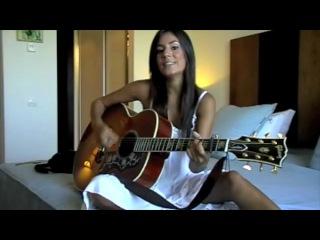 Очаровательная девушка классно поёт! )