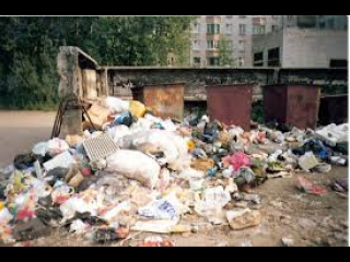 """Наводим порядок в """"омском гетто"""" LIVE. Местные жители здесь  выбрасывают мусор прямо из окон"""