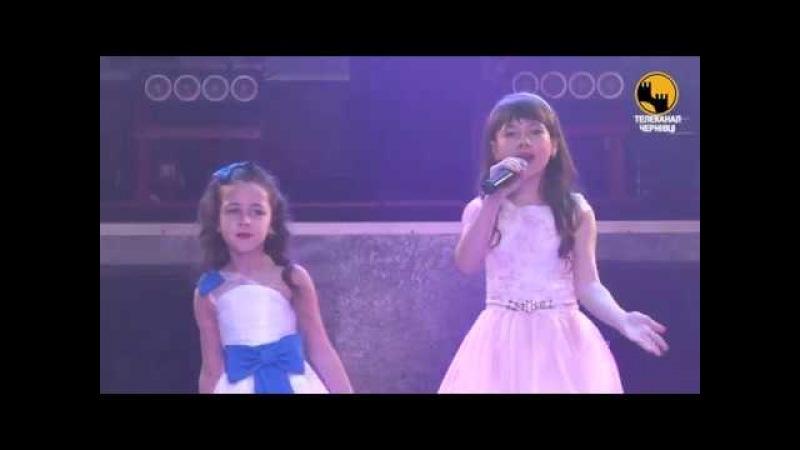 Прекрасні дитячі голоси Наталя і Сніжана Сідлярчук За лісами горами