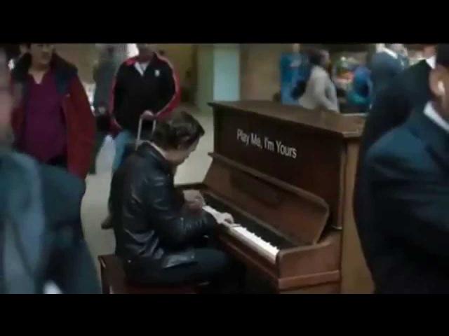 Профессионал-пианист поиграл на случайно попавшемся пианино )