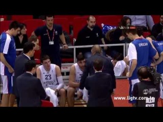 Dusan Ivkovic breaks the coaching board / Anadolu Efes - TED Ankara Kolejliler