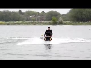 Невероятные трюки на водном мотоцикле