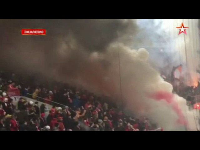 Болельщики Спартака устраивают беспорядки на стадионе