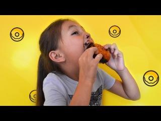 Челлендж Что будет, если съесть пончики за 1 минуту без рук