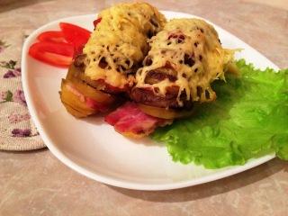 Картошка - гармошка - Печеный картофель с грибами и беконом / Рецепт приготовления