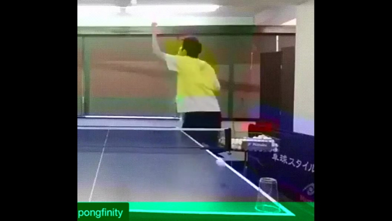 Збивает Стаканчики в Пин Понге