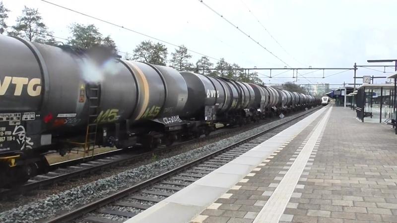 LTE 189 113 komt met een VTG-Keteltrein door station Apeldoorn