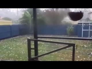 321 Австралия. Ураган. Град. Город Брисбен. 27 октября 2015.