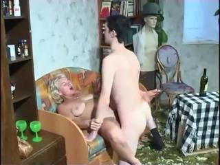 Напоил трахнул тетю Свету [домашний секс, молоденькие, инцест, любительское виде