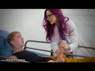 Докторша психиатр трахнула заключенного закованного в цепи Monique Alexander & Danny D