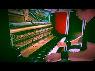 Amazing! hear how the bells by jeff mills sound on a piano plays by steve faets