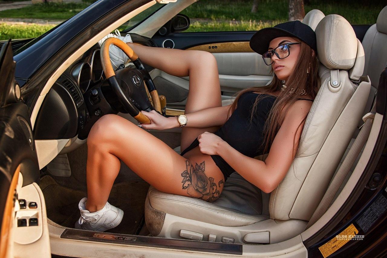 Naked ebony masturbating car