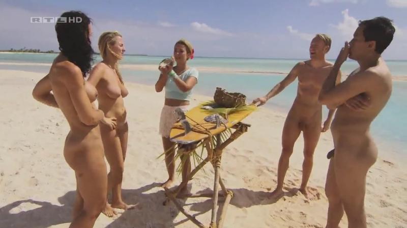 Без цензуры реалити шоу, видео блондинка показывает влагалище
