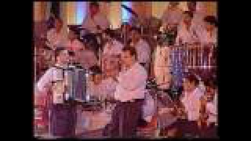 Lata Usha Mangeshkar Gore Gore O Baanke Chore Live Performance