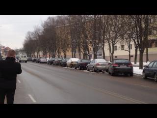 Гаи показывает пример того как нужно переходить дорогу