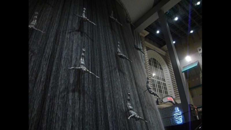 Водопад Ловцы жемчуга в самом крупном в мире торгово развлекательном центре Дубай молл