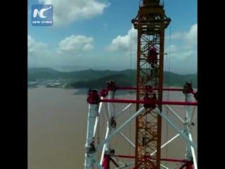 Самые высокие опоры линии электропередачи в мире строят в Китае!
