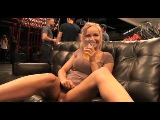 Öffentliche Blondine Staci Carr