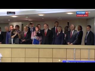Депутаты Госдумы стоя встречают конгрессменов США