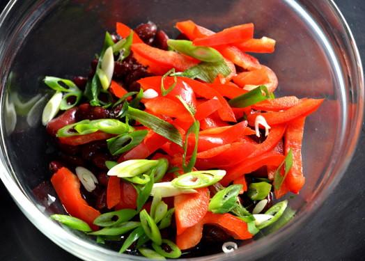 Салат из красной фасоли и сладкого перца, изображение №9