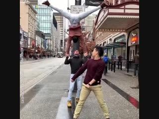 Спорт 24/7. Цирковые артисты на улице