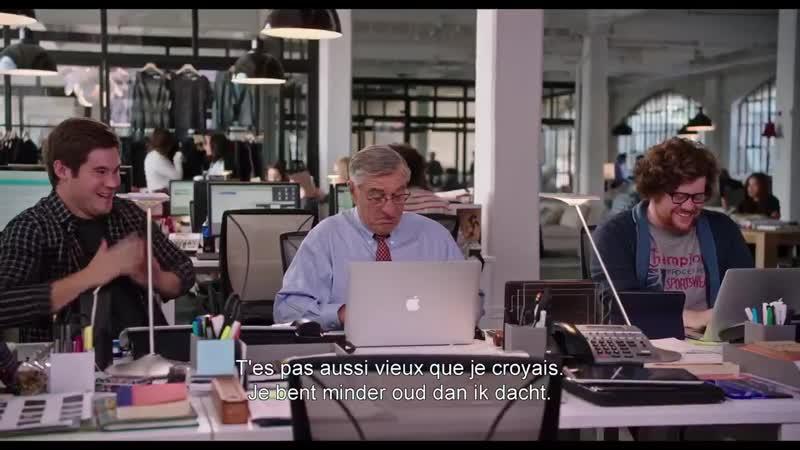 Een 70-jarige stagiair Anne Hathaway en Robert De Niro zien er alvast de grap van in! TheIntern, nu in de bioscoop -