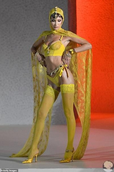 """Белла Хадид отметила, что не чувствовала себя """"сильной и сексуальной, когда участвовала в показах бельевого бренда Victoia's Secret"""