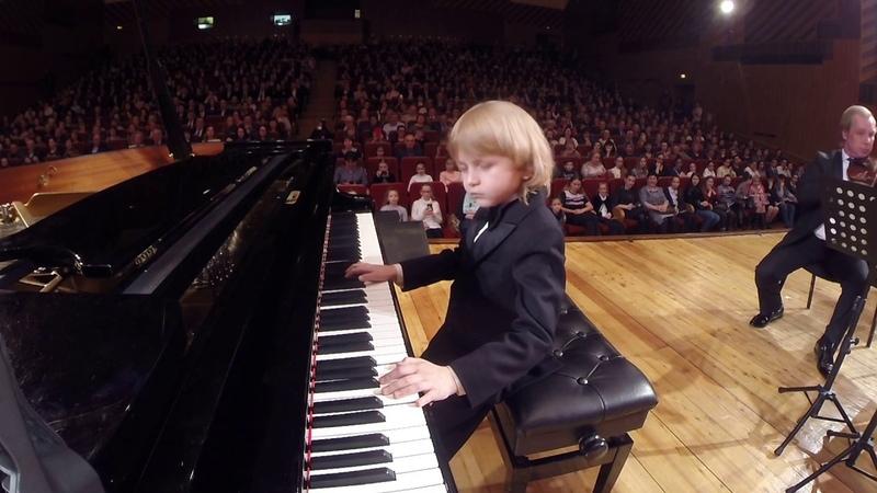 Юный пианист и композитор ЕЛИСЕЙ МЫСИН Young pianist and composer 젊은 피아니스트와 작곡가 若いピアニストと作曲家。