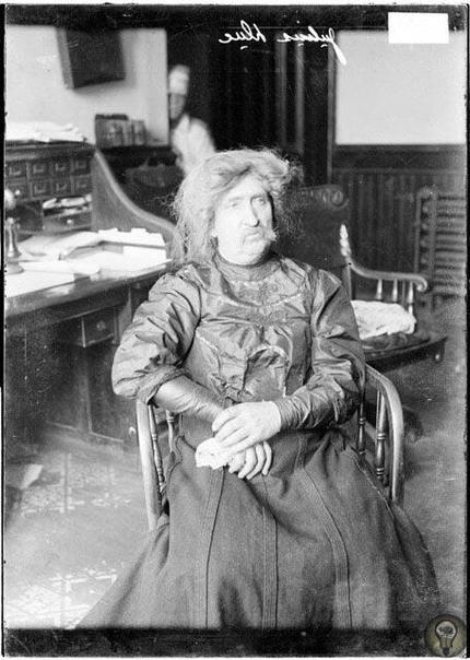 Юлиус Дак в полицейском участке Чикаго, 1906 г.